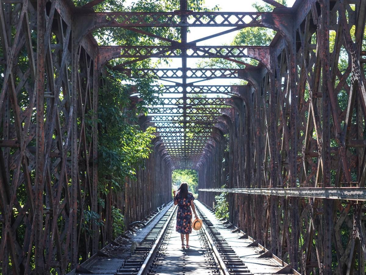 Traversée de chemin de fer à Bouziés