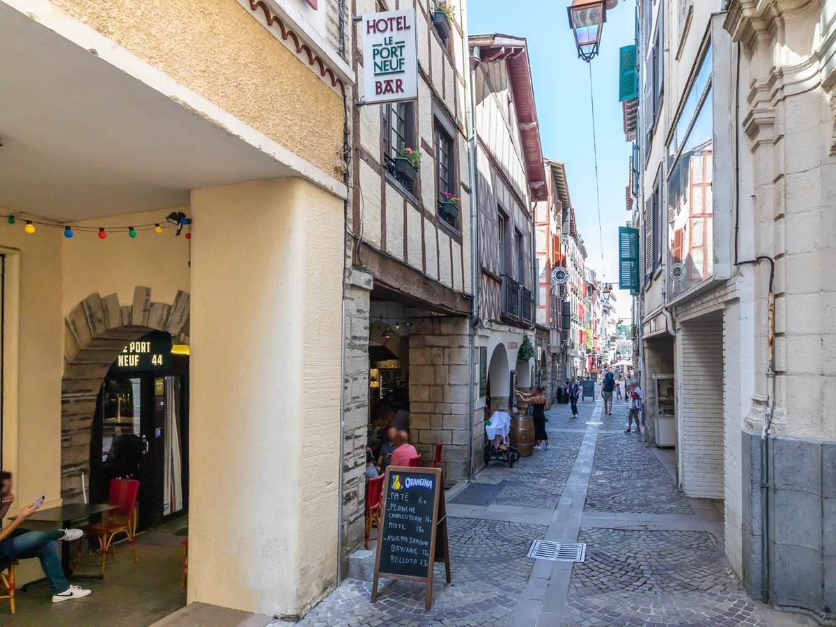 Rue Port Neuf