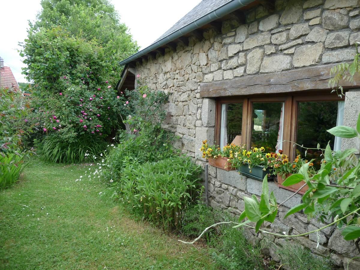 maison jardin location corrèze La Dordogne randonnée de villages en barrages