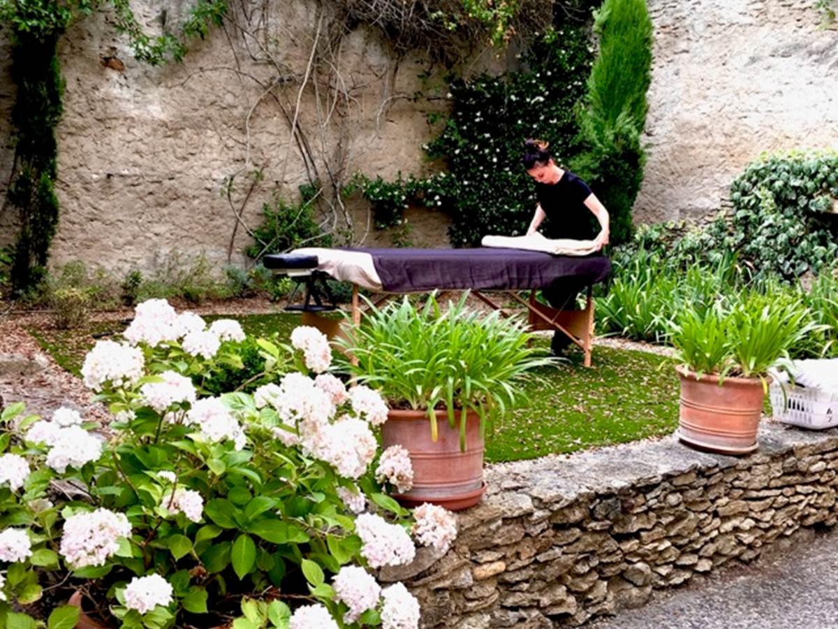 Massage relaxation Bien être aux chambres d'hôtes la Rougeanne à Carcassonne dans l'Aude
