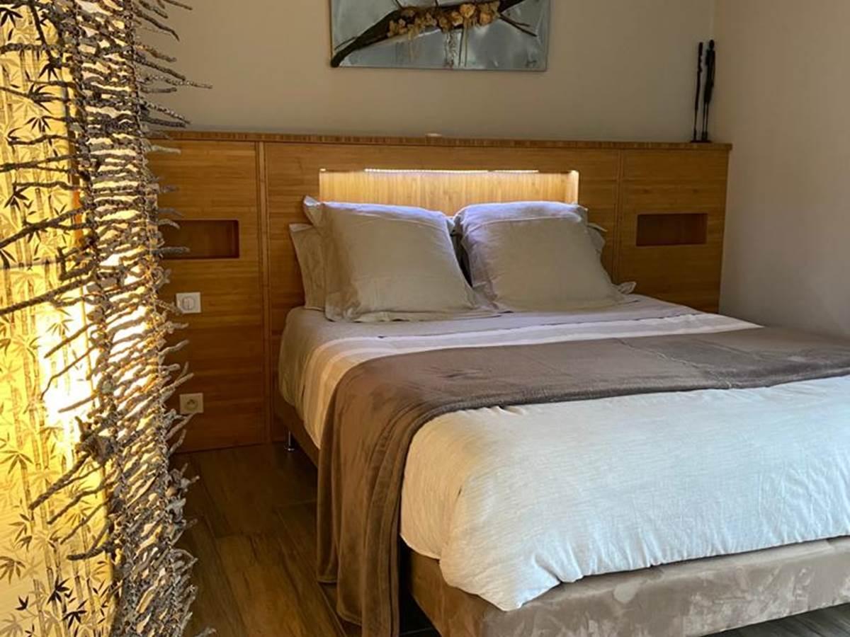 Chambre Bambou avec sa salle de bain côté piscine