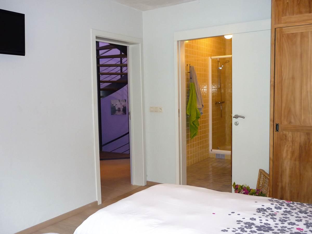 Les 4 chambres du 1er étage possèdent leurs salle de bain privée