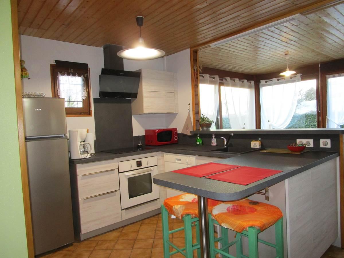 Gîte Les rosiers, coin cuisine, à Arnac-La-Poste en Haute-Vienne, Nouvelle Aquitaine