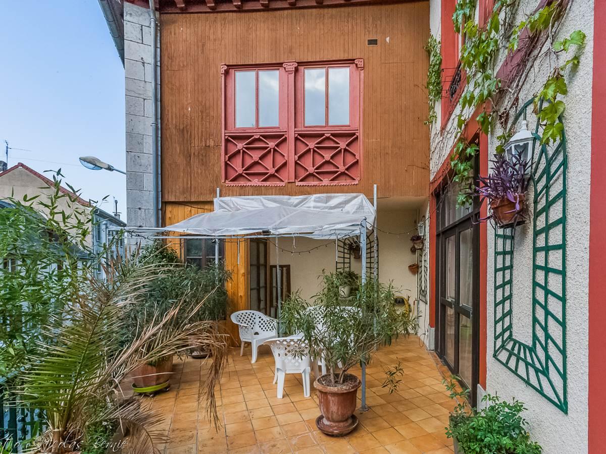 Terrasse de l'entrée de la maison