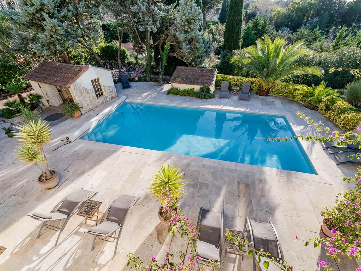 Terrasse piscine chauffée La Bastide de Font-Clarette