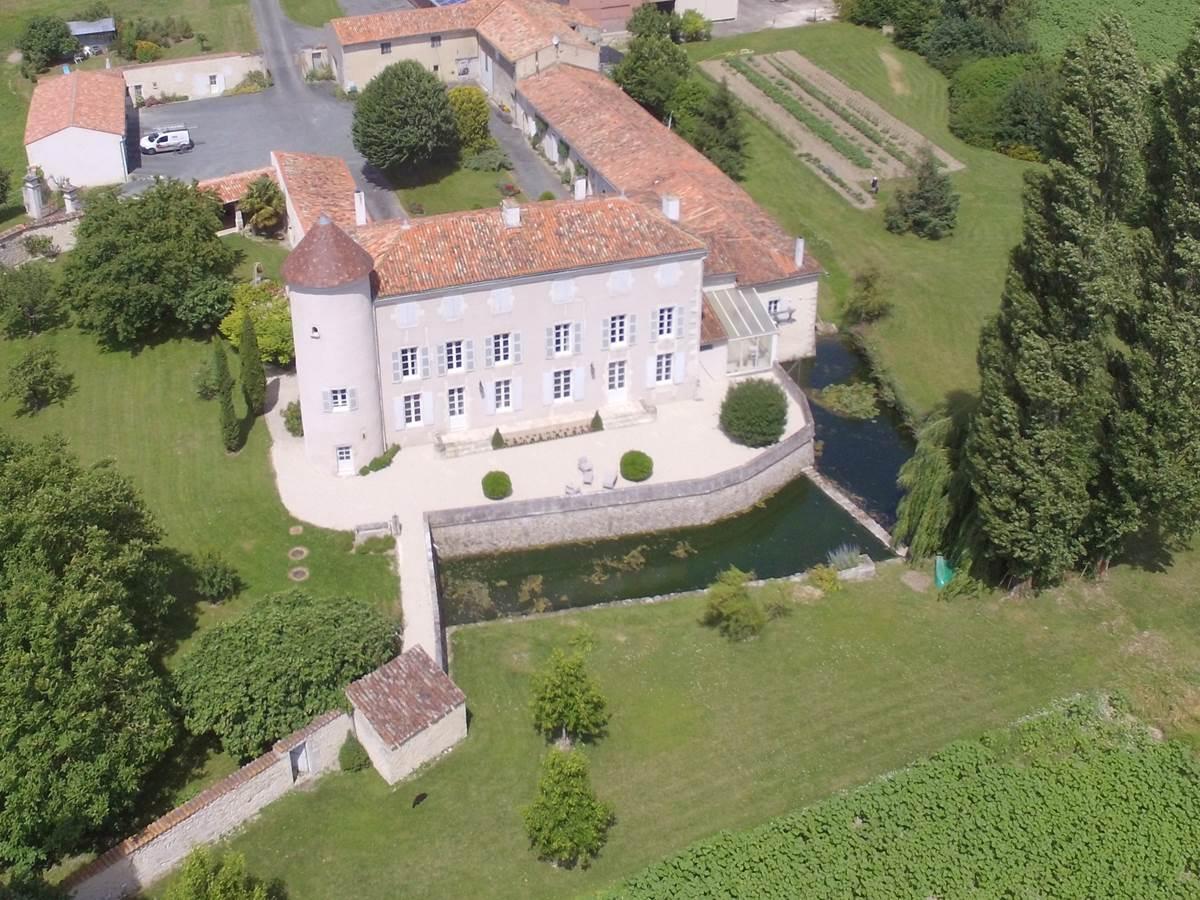 Château d'Annezay vue aérienne