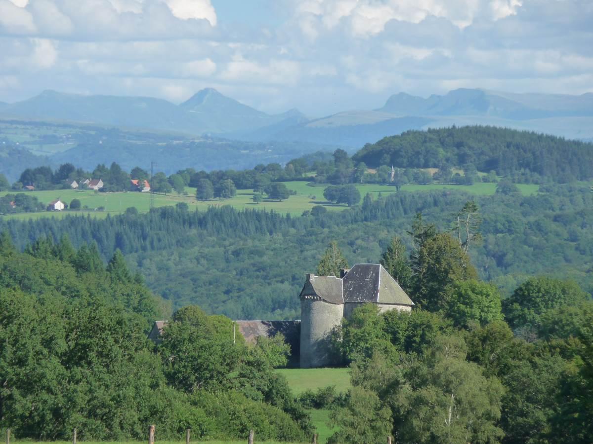 Gorges de la Haute-Dordogne-Château-de-la-Charlanne-gîte-randonnée