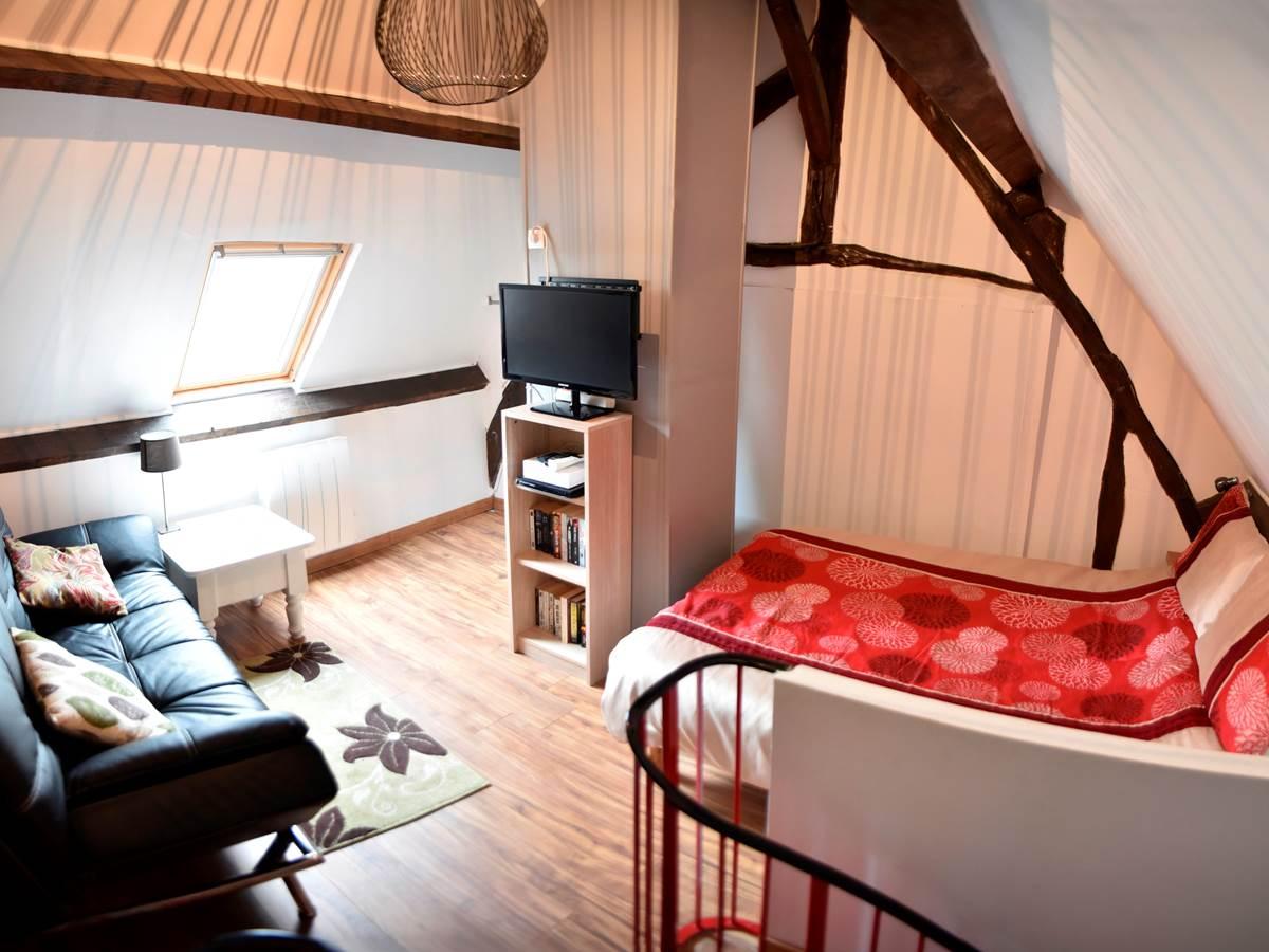 Chambre et Selon avec canapé lit