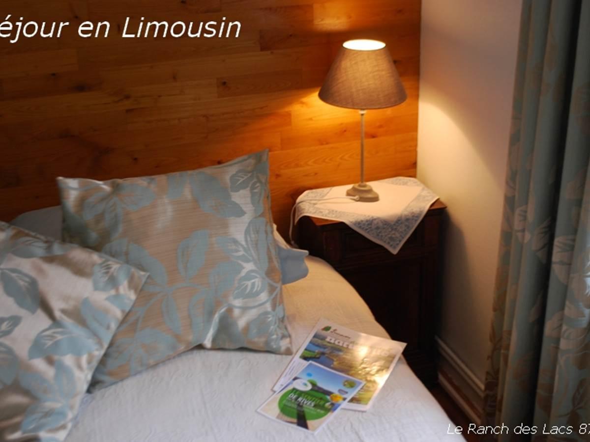 chambre cabanon chambre double au Ranch des Lacs en Limousin