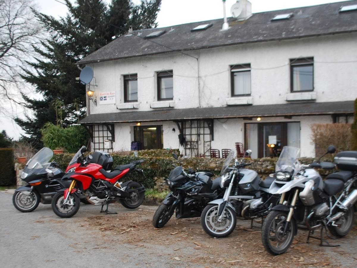 Motards, séjour moto, bienvenus au Ranch des Lacs hôtel 87