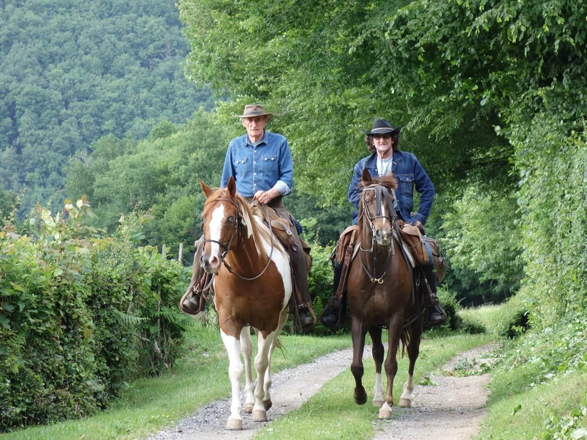 etape cavaliers randonnée équestre en correze