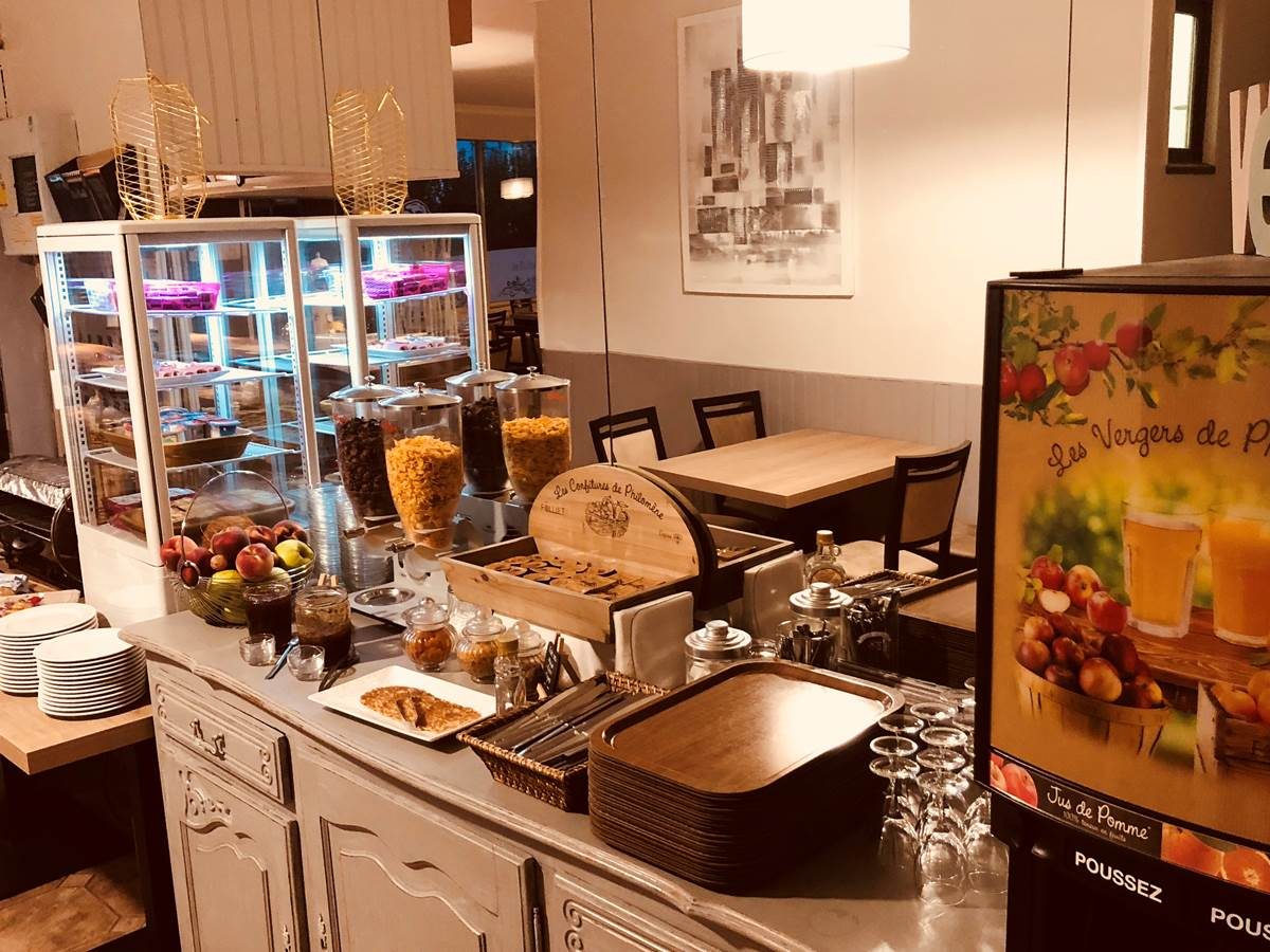 Buffet petit déjeuner (7€ par personne)