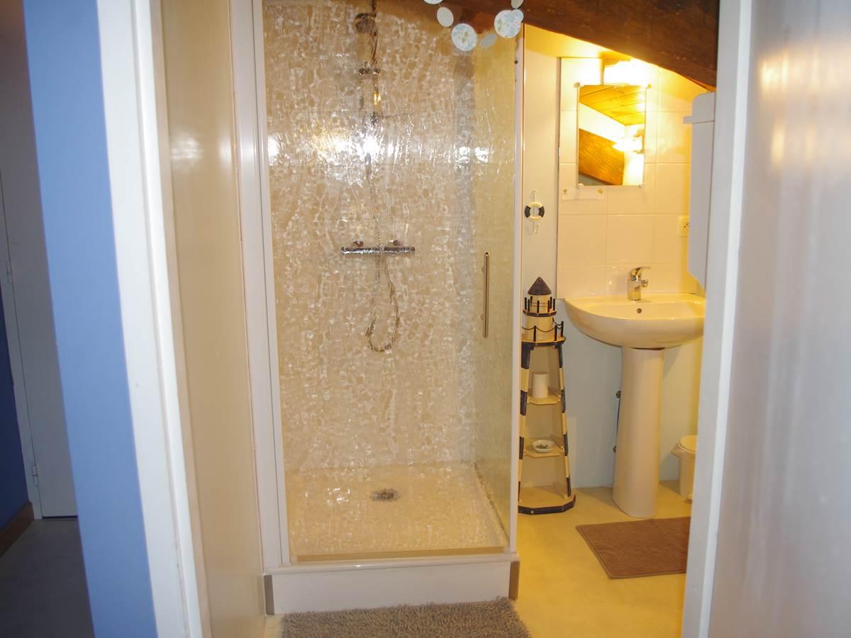 salle d'eau - Attention poutre basse en entrant