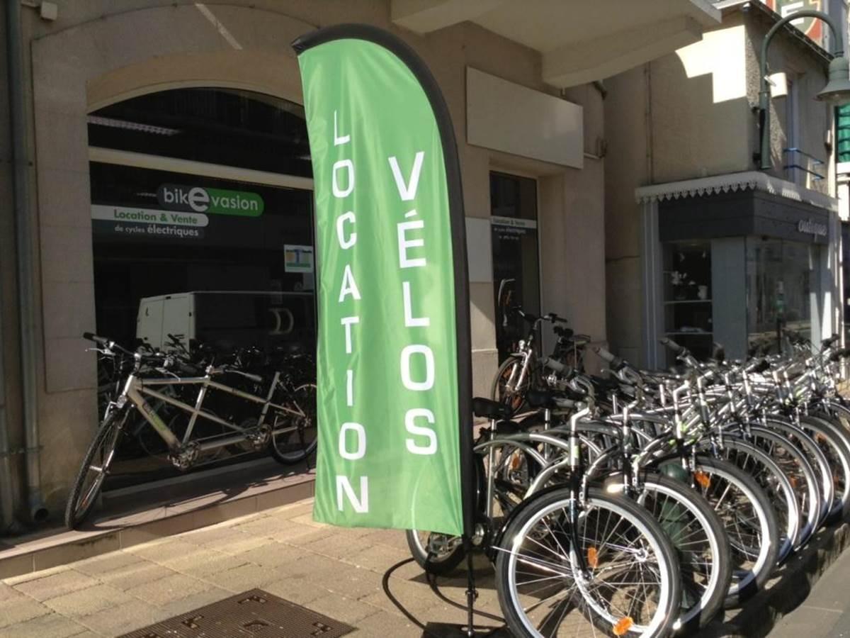 L'extérieur du magasin, toujours des vélos dehors !