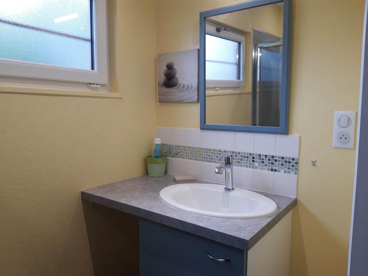 Gîte Les Rosiers ; salle de bains