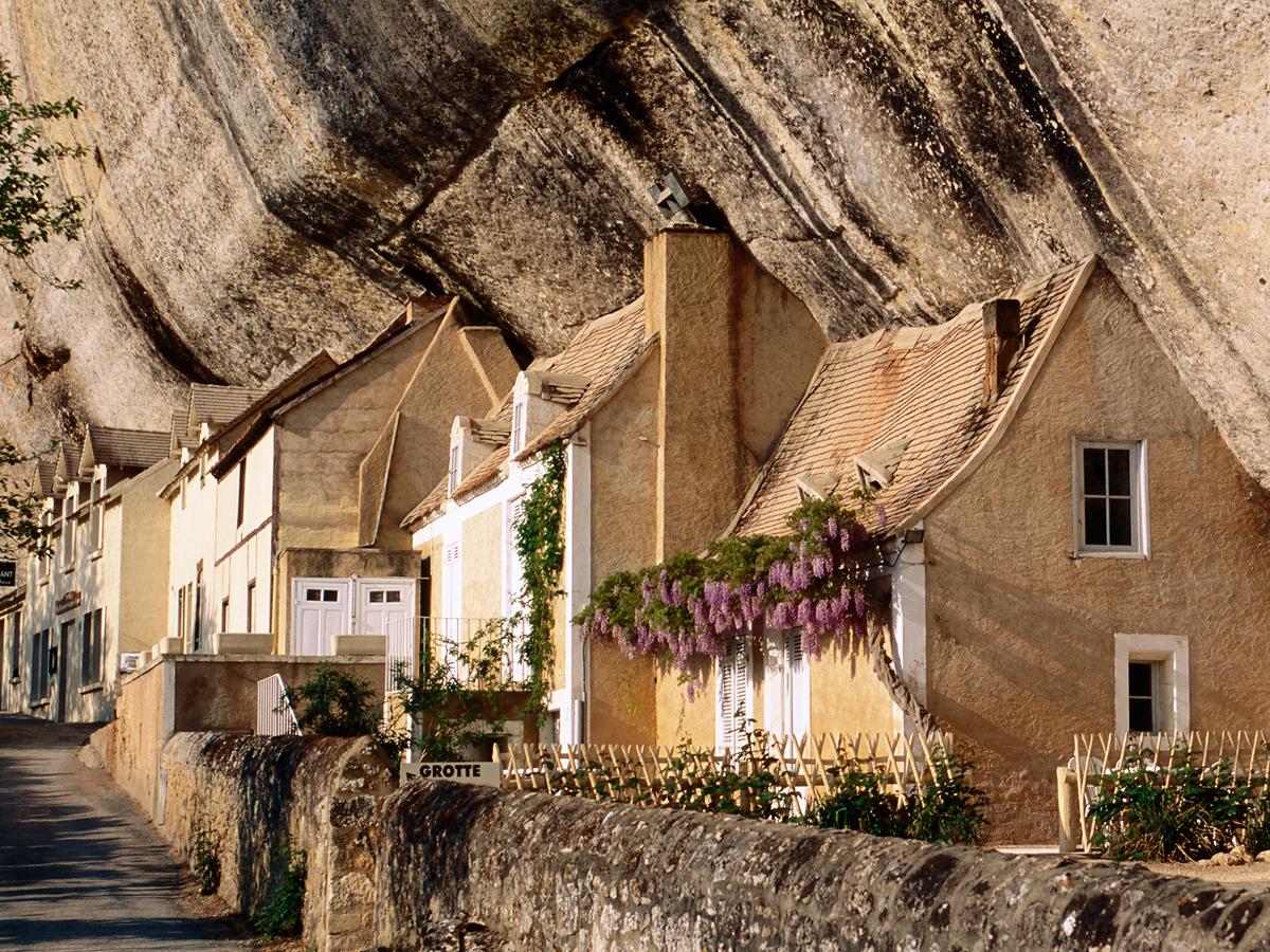 Maisons rocheuses à la Grotte du Grand Roc
