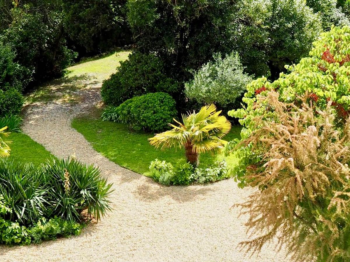Le parc des chambres d'hôtes de charme la Rougeanne près de Carcassonne, Canal du Midi, Aude Pays Cathare, Guide Michelin