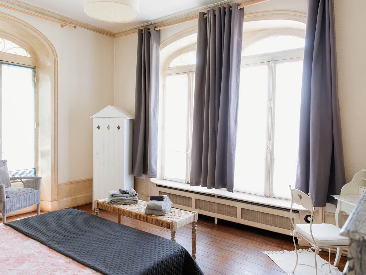 B&B La Poterne - Chambre d'hôtes Minérale à Epernay