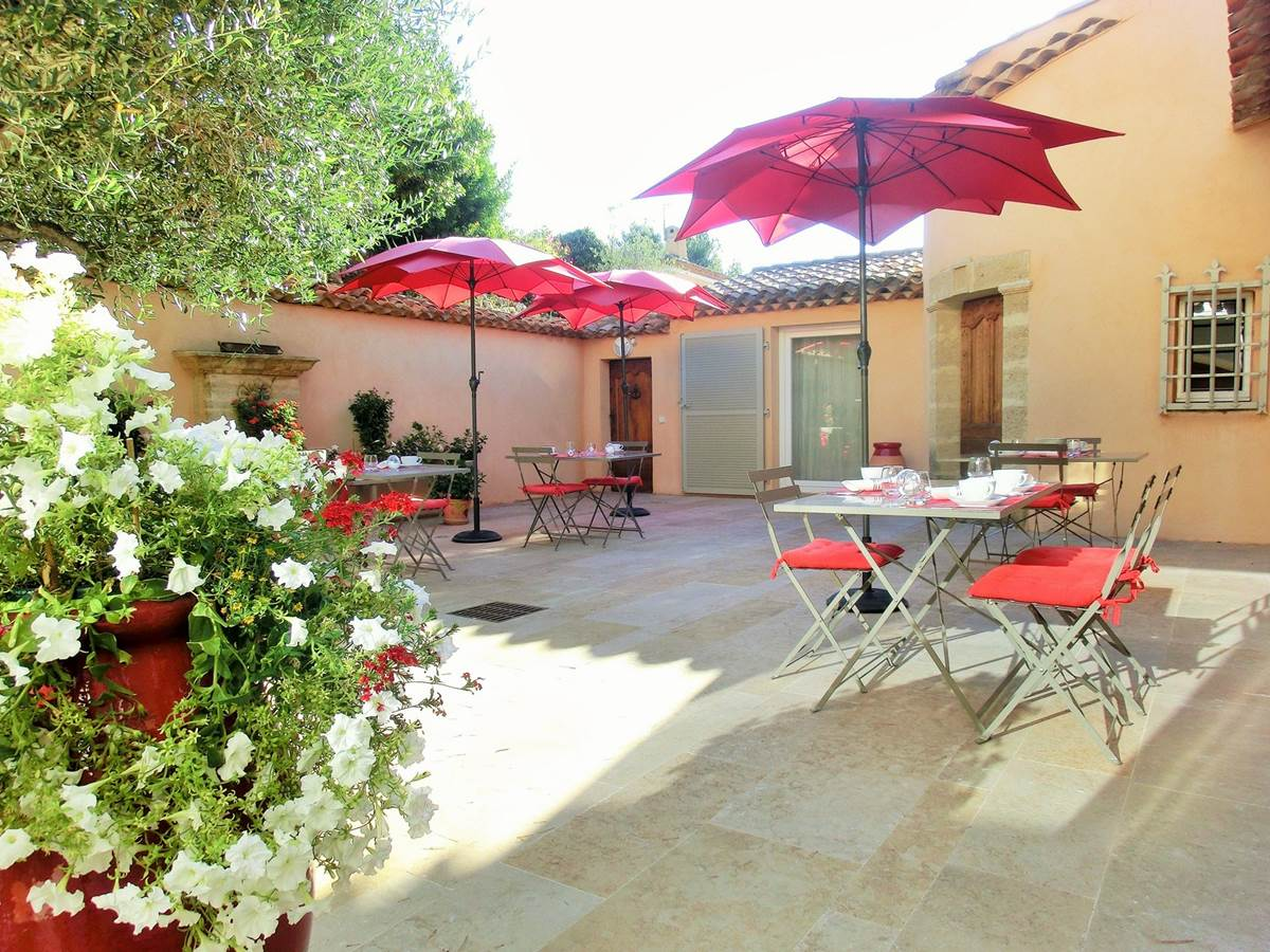 Patio petit déjeuner Villa Azur Golf Bandol Var