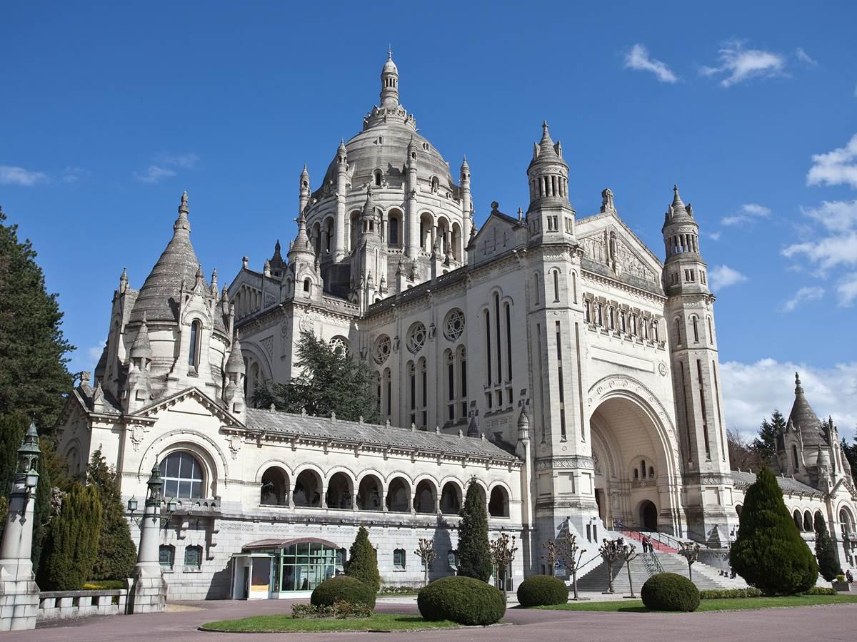 La Basilique Sainte-Thérèse de Lisieux