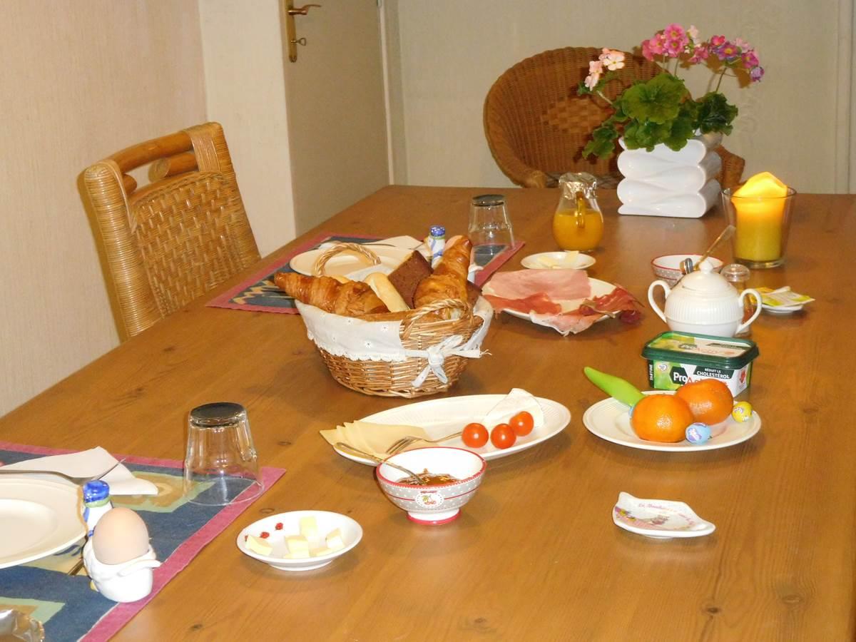 petit-déjeuner continental