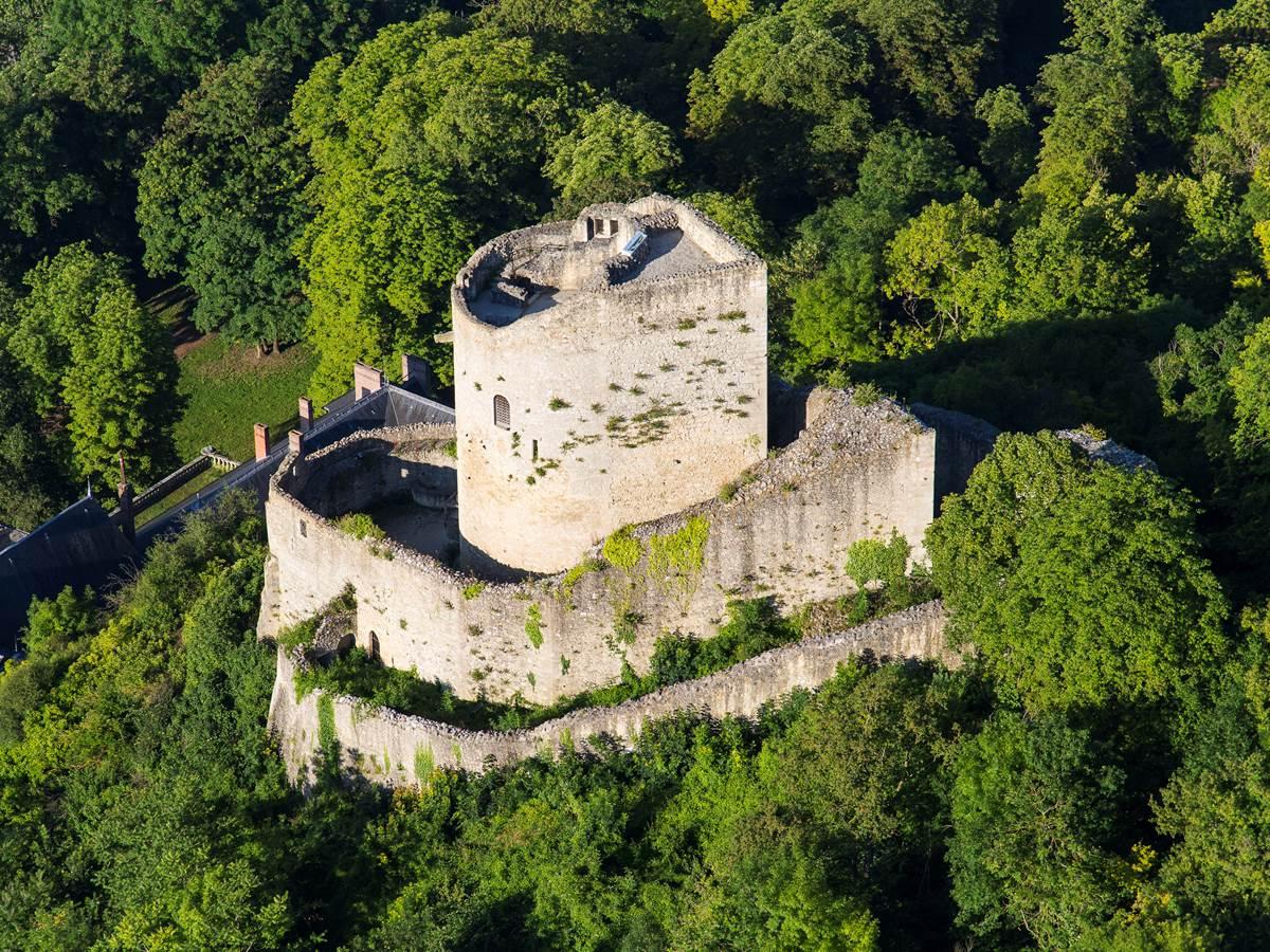 La Roche Guyon et son donjon datant du 12ème siècle