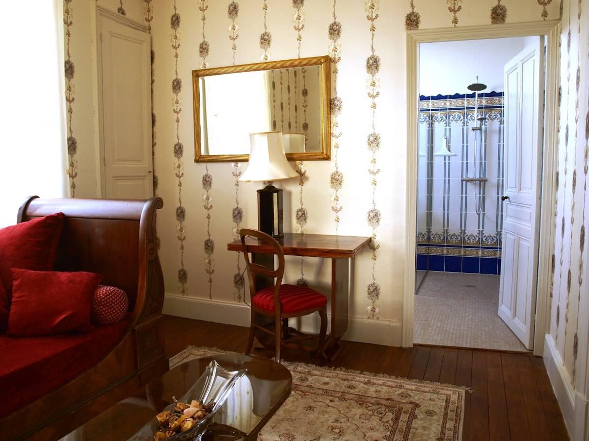 Suite Magnolia Bureau