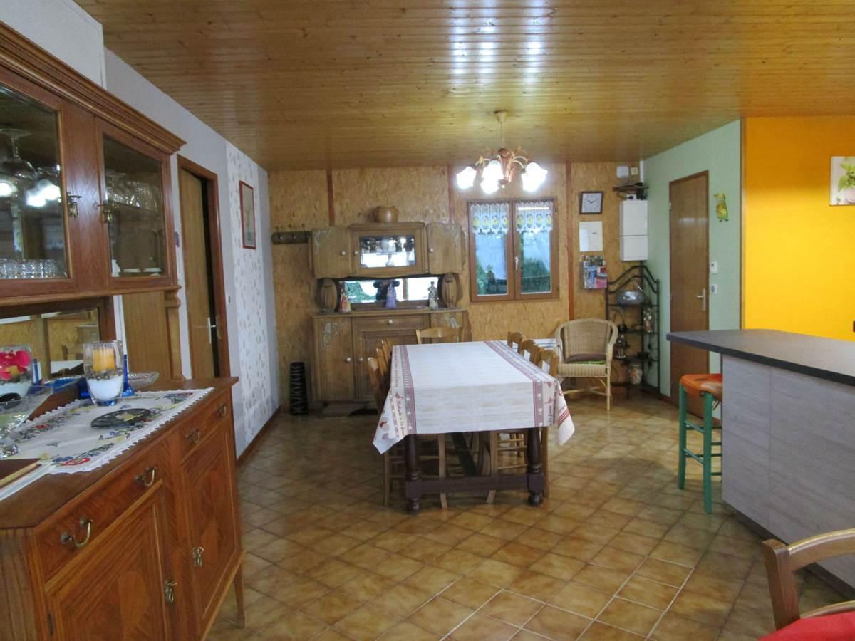 Gîte Les rosiers Arnac-La-Poste, séjoursalon
