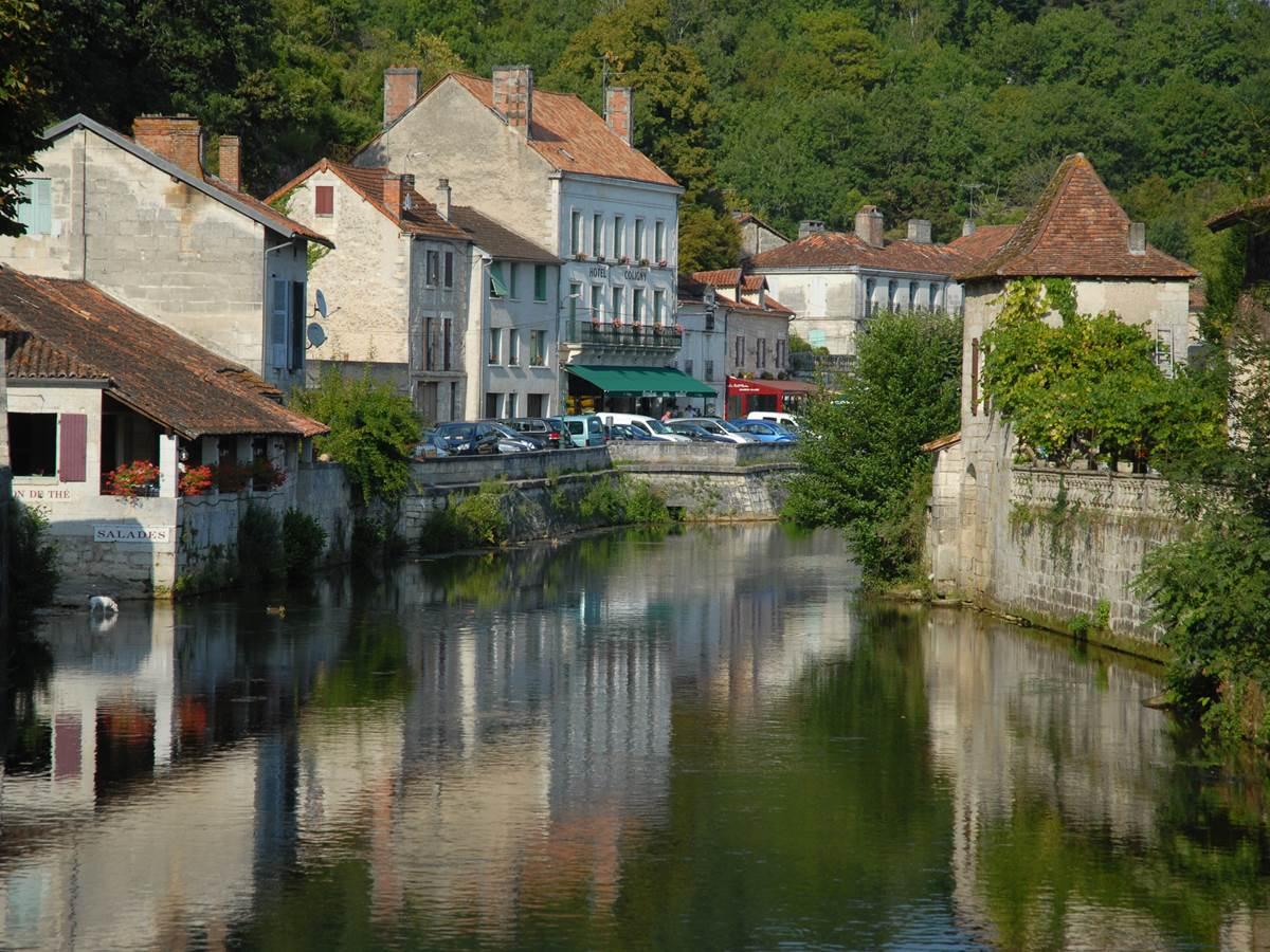 Le village de Brantôme vu du pont