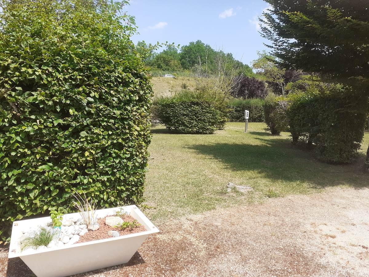 emplacement n°10 et son bac à tomates et herbes fraîche ...
