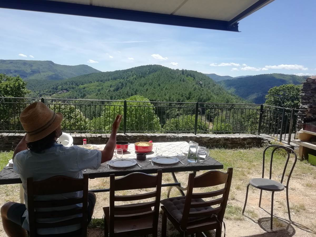Chambre d'hôtes en Cévennes. Lou Rey, chambres d'hôtes et bien-être en Cévennes. La terrasse.