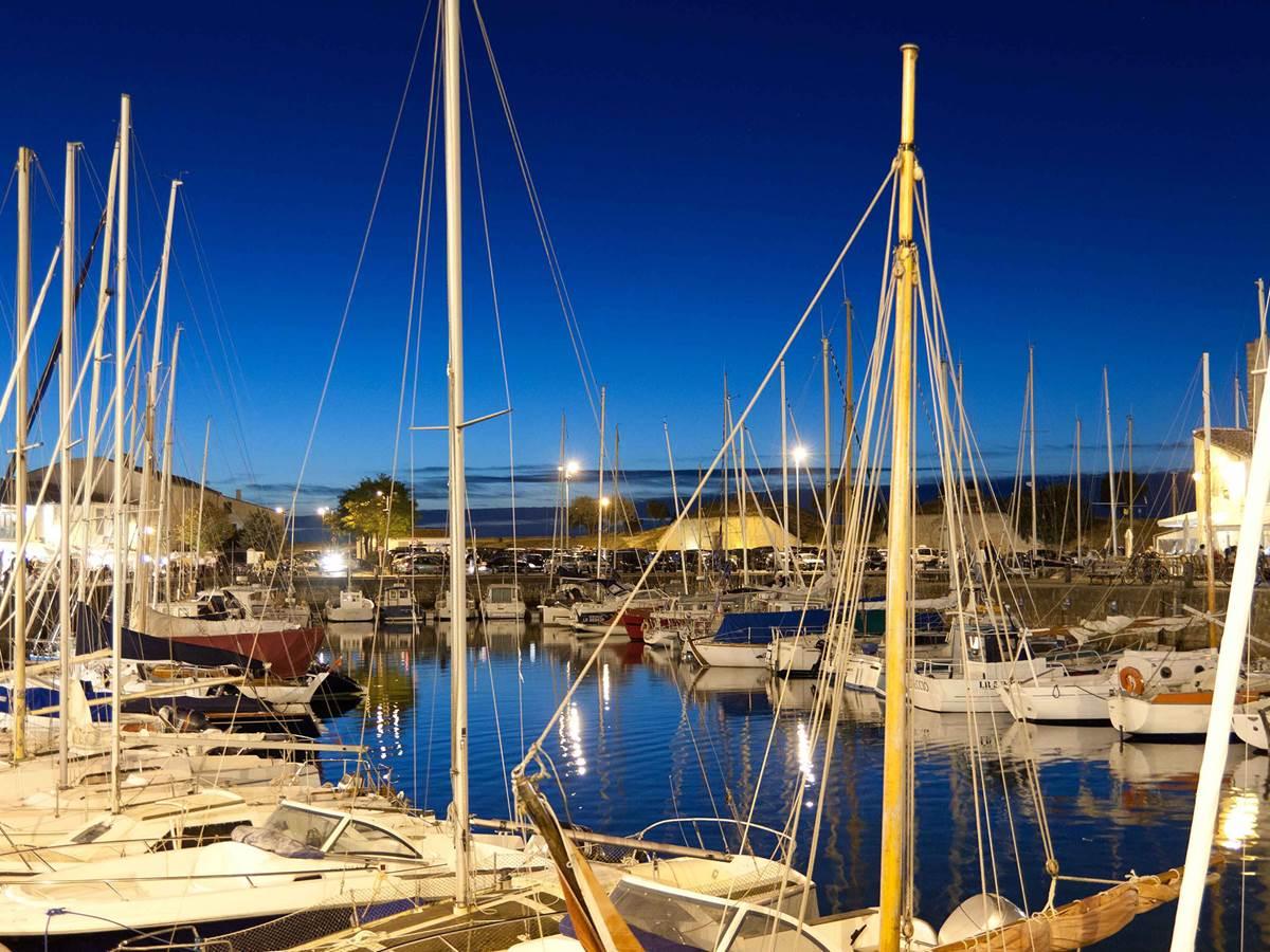 Le port de l'Île de Ré, de nuit
