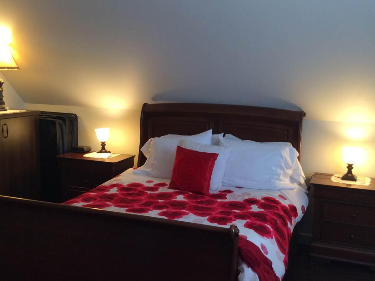 Le lit de la chambre Charmante