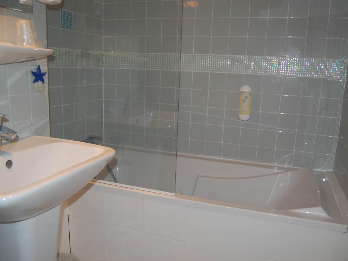 Salle de bain hôtel 2 étoiles Paris6