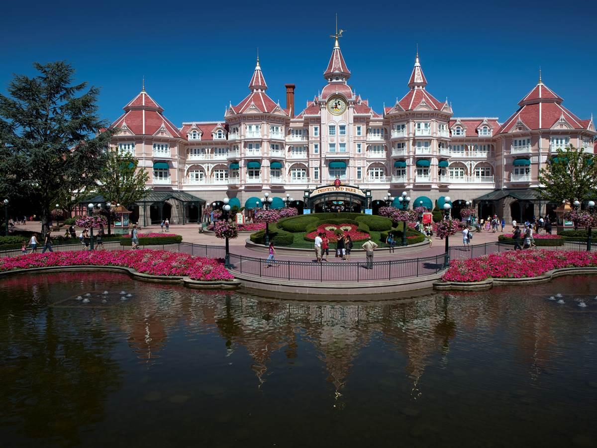 149697318 Entrée du parc Disneyland