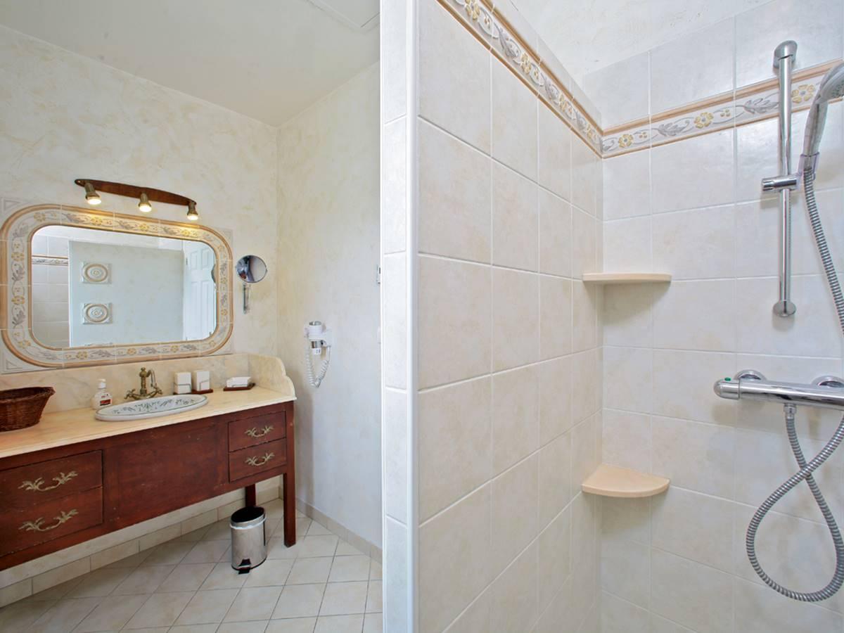 Salle d'eau de la chambre Castelnaud en Dordogne