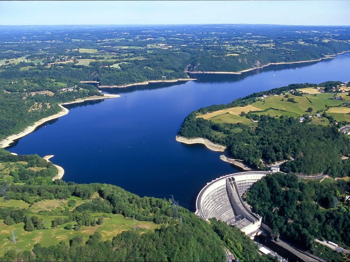 Lac Bort-les-Orgues pêche location Gîte moulin Clémensac