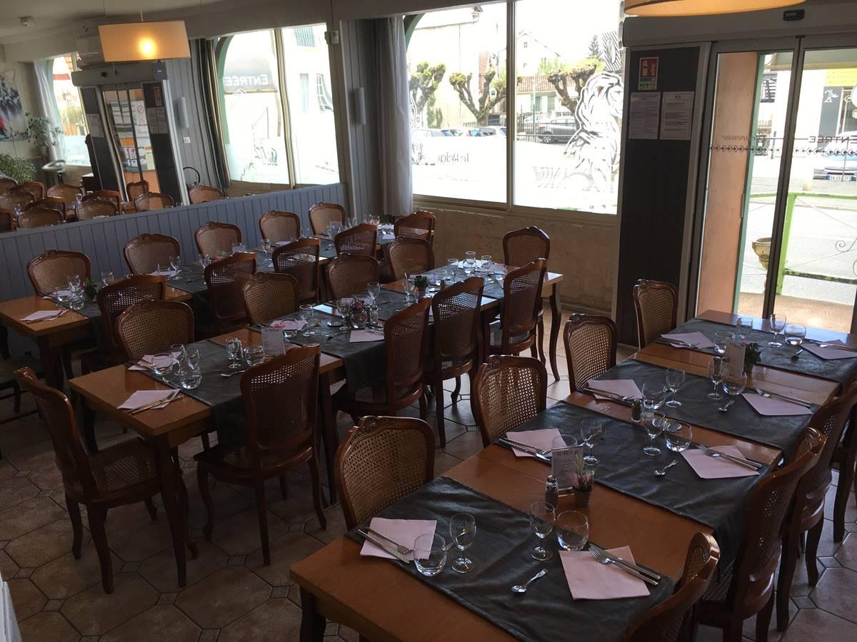Notre salle de restaurant pour vos repas de groupe (associations, travail...), à Boulazac, Périgueux