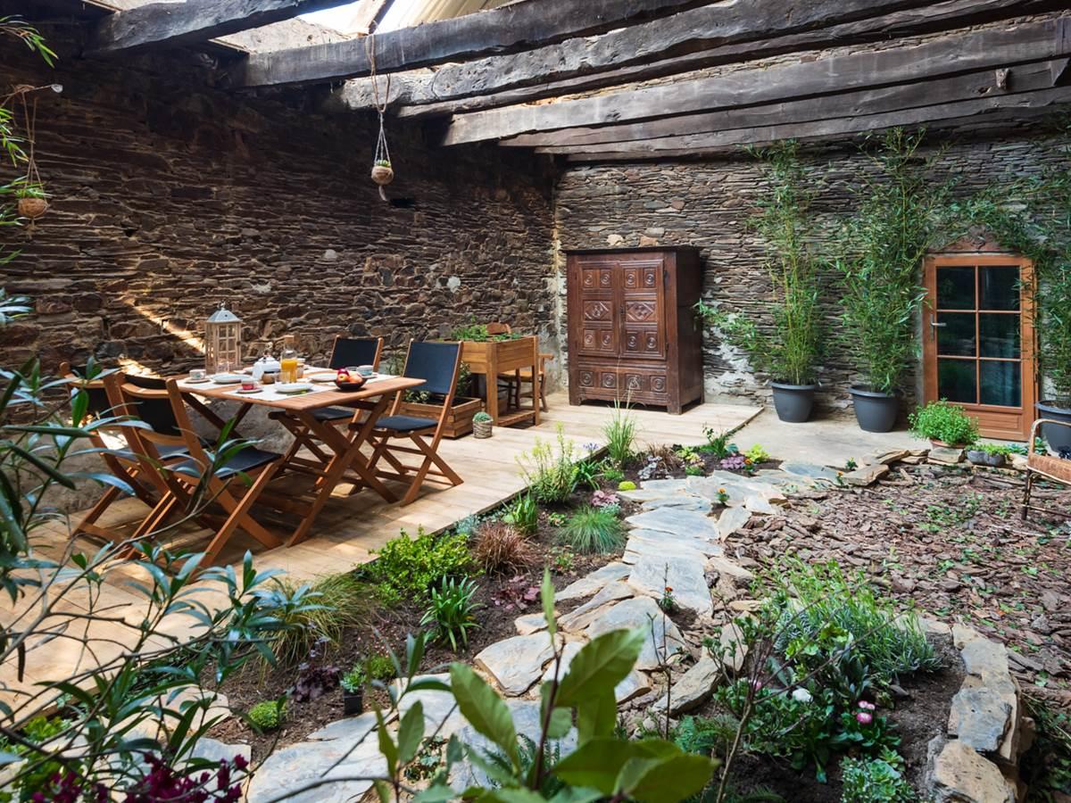 jardin interieur  gite bien etre saint congard bretagne, côté jardin
