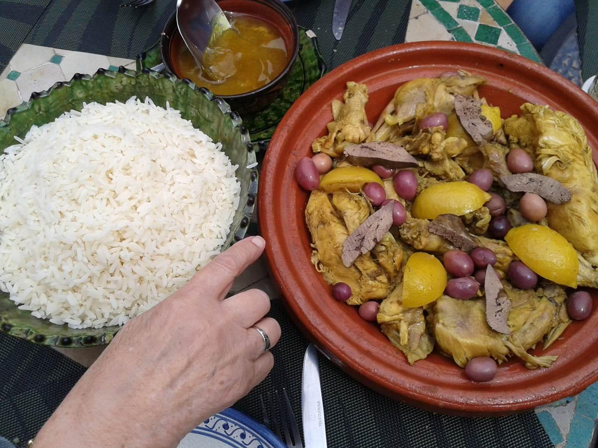 Un tajine fait au riad Menthe et Citron à Meknès  le plat traditionnel par excellence