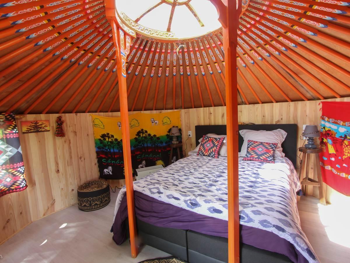 très jolie cabane au décor Afriacain en direct du Sénégal , vous aurez vue sur l'étang voisin