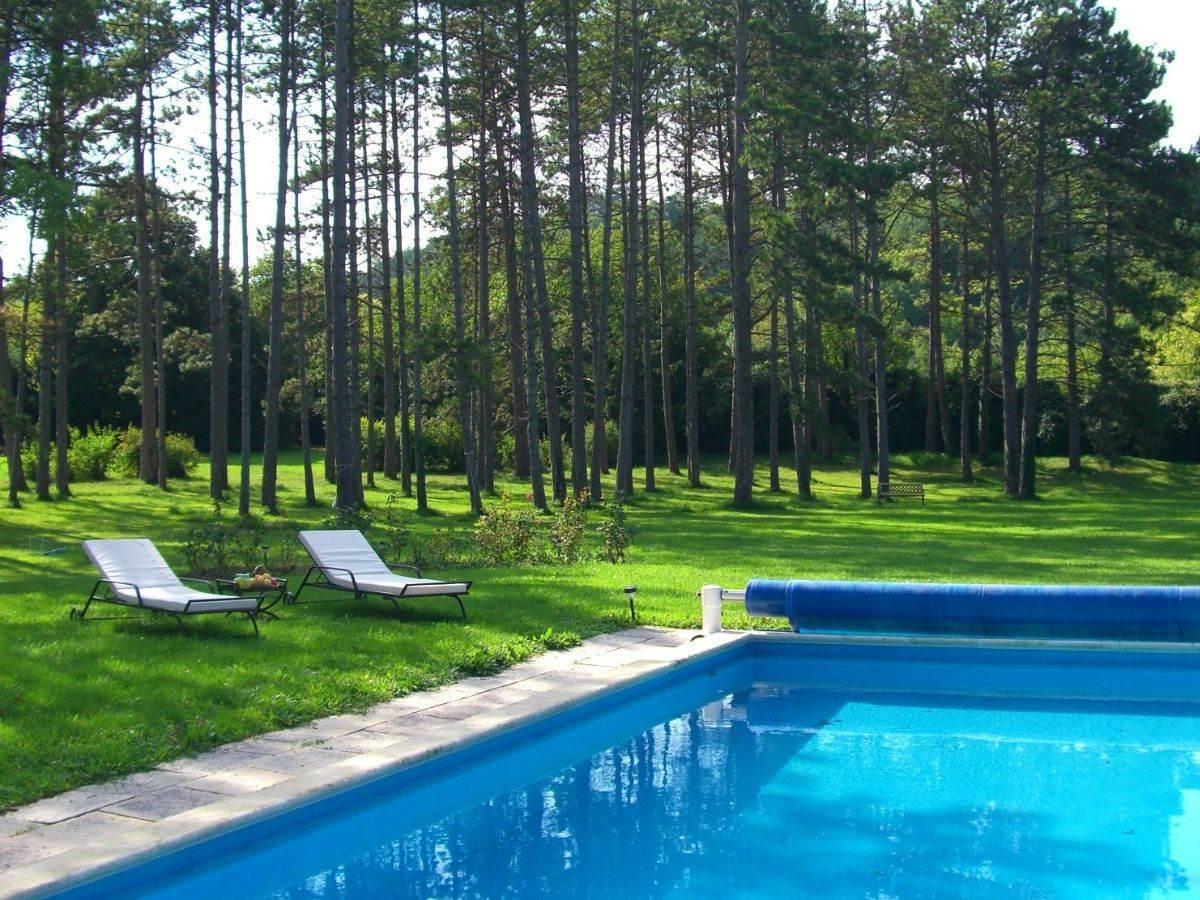 Vue sur la piscine est sur le parc