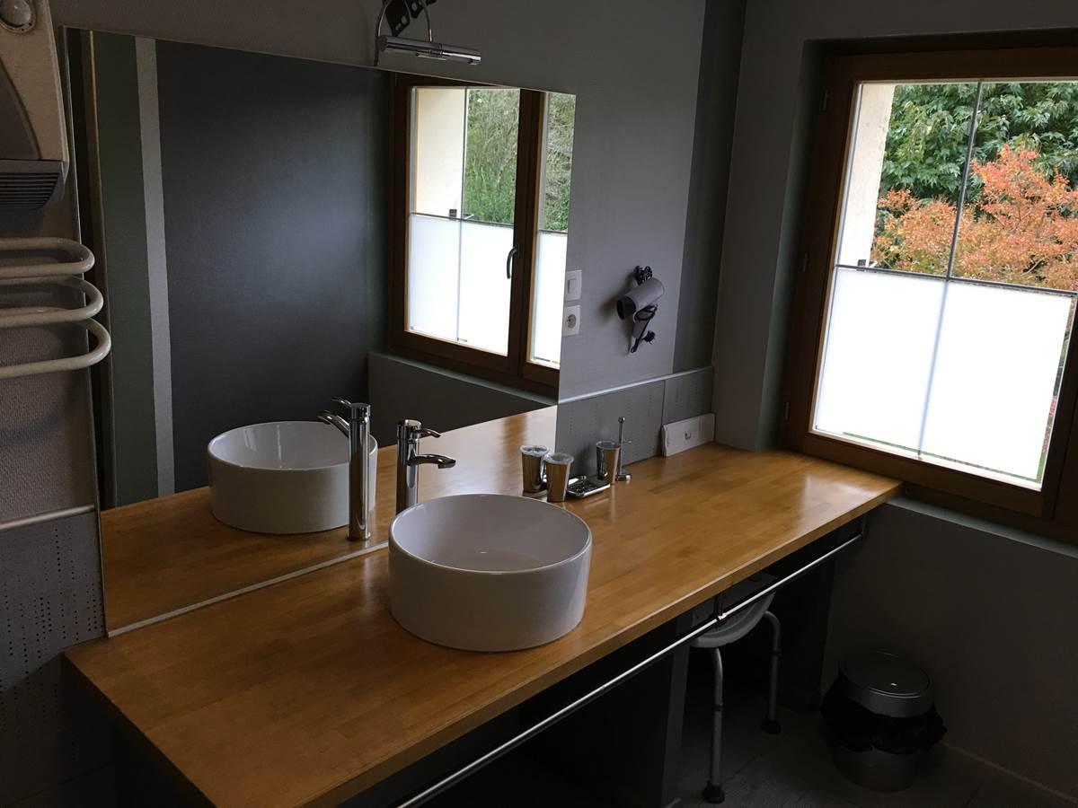 Grande salle de bain Suite Papillon La Forestière Chambres hôtes quercy occitanie montauban gaillac monclar