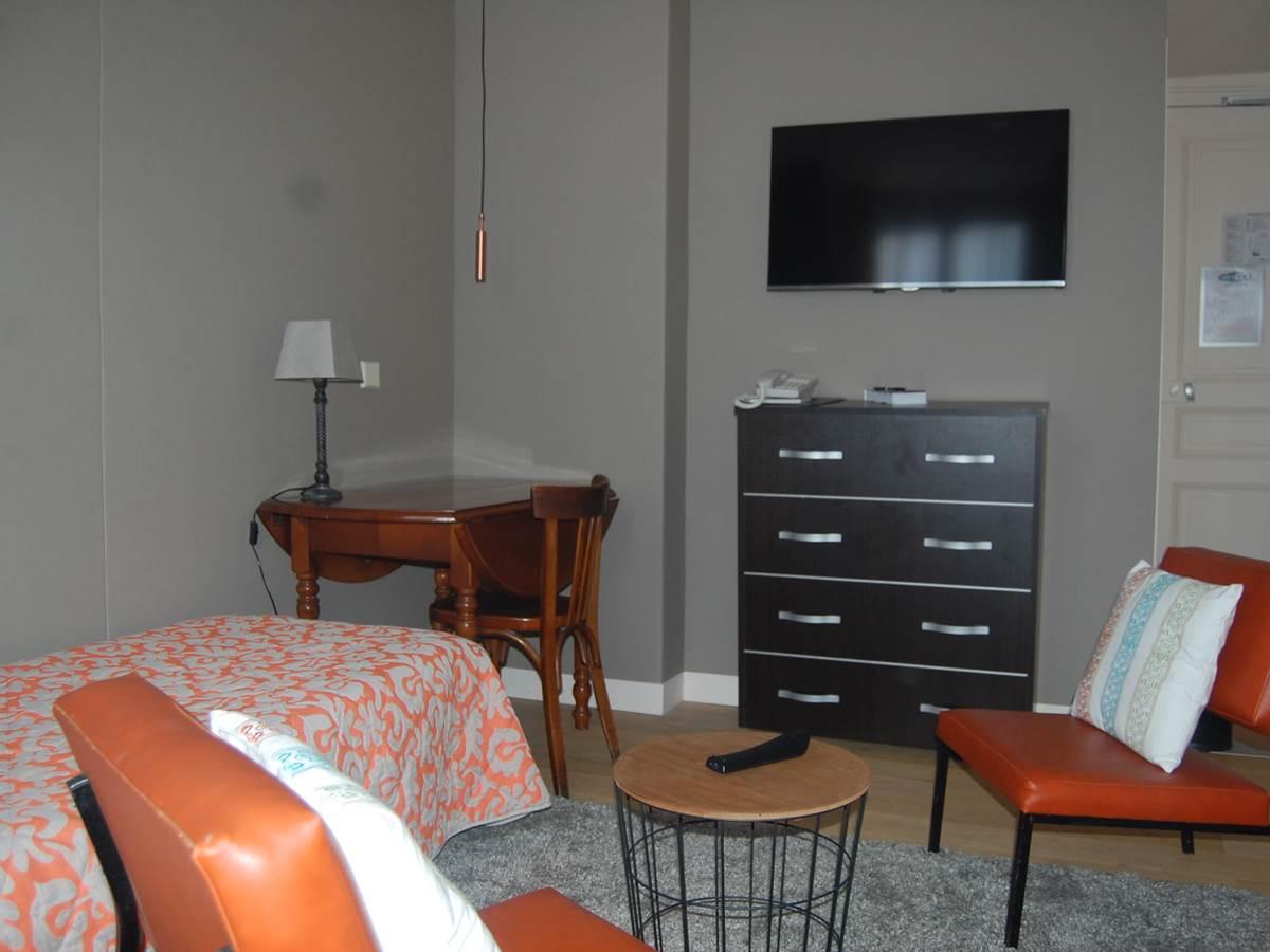 Suite Espace salon Hôtel 2 étoiles paris Jardin du Luxembourg