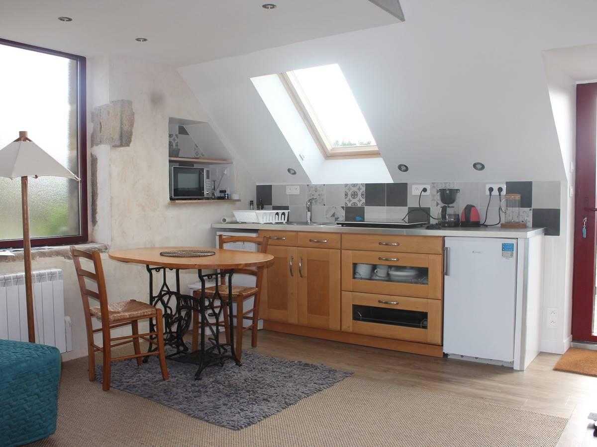 Gouelet-Ker Ouessant l'espace cuisine et la table aux repas 125 x 80