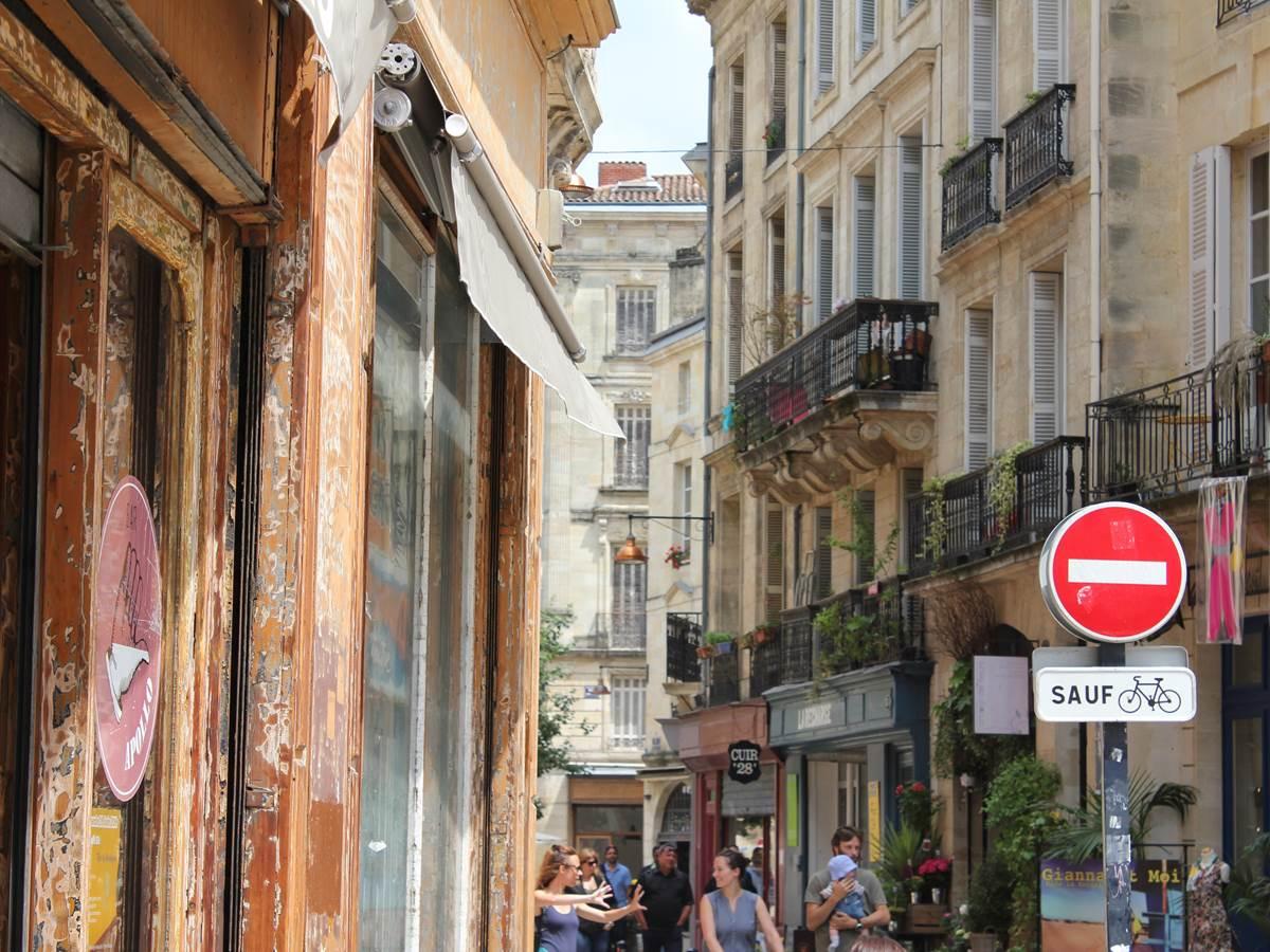 La rue Sainte-Colombe en plein Saint-Pierre