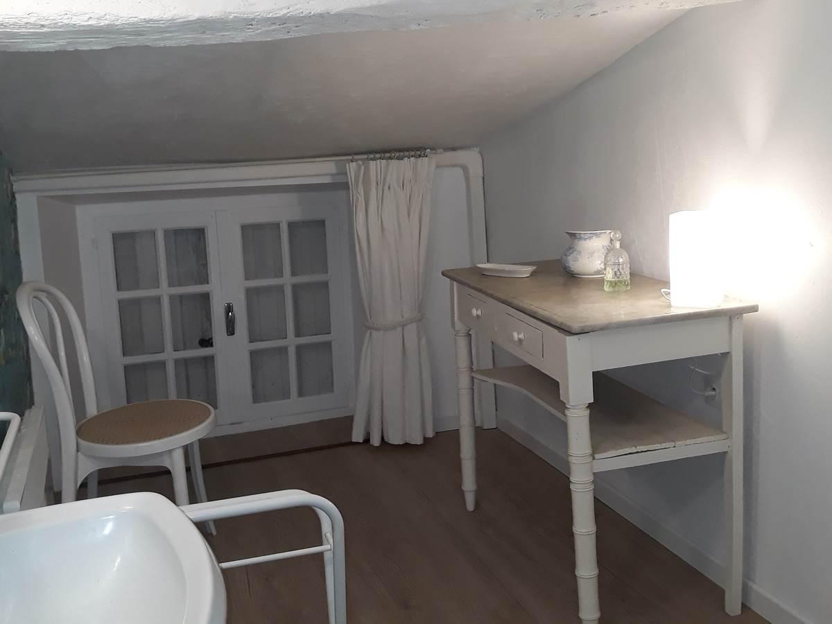 Salle de bain et WC, privatifs, de la chambre Jules Verne