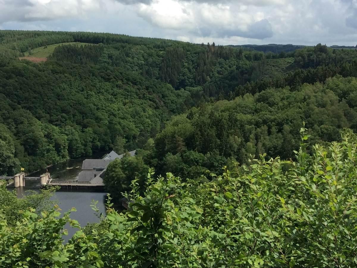 A 5 km d'Aux chants d'oiseaux  Le Barrage de Nisramont