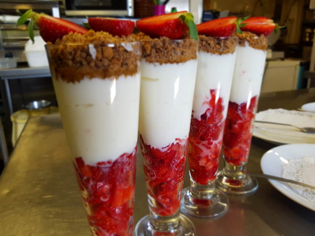 fromage blanc battu aux fraises de Montgibaud et speculoos le Ranch des Lacs