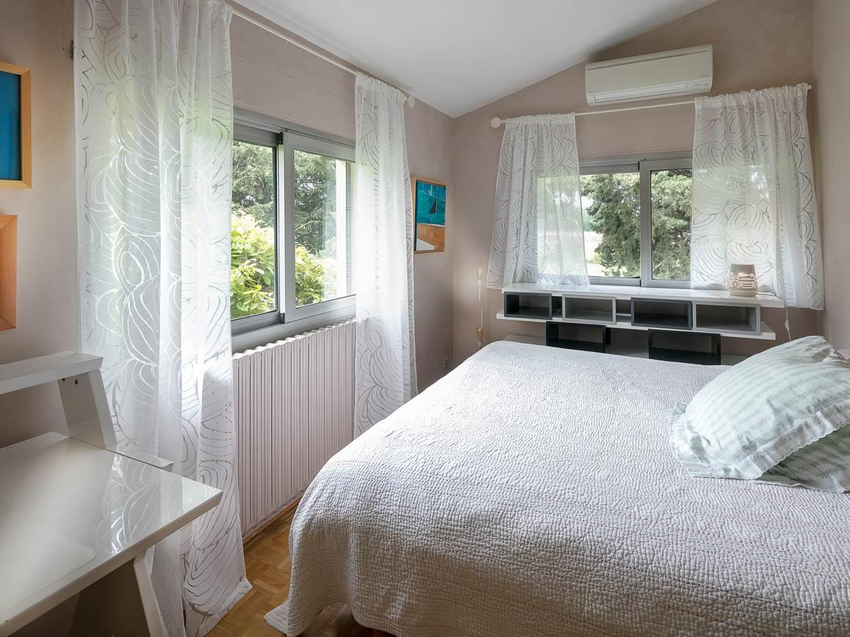 Chambre 1er étage vue parc.  2 lits simples possibilité de rapprocher.